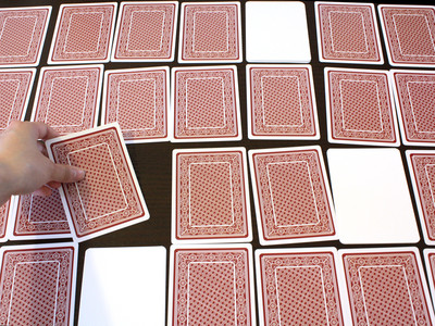 精神衰弱撲克牌翻開「全是空白」! 麻將摸牌神手才會贏