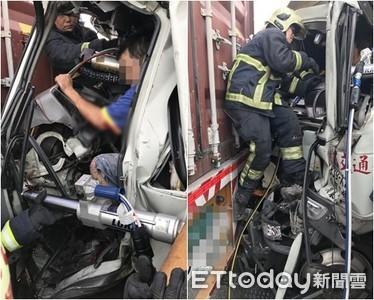 即/追撞聯結車司機夾困 車頭扁成一半