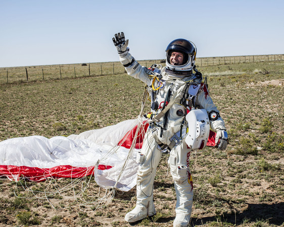 ▲▼ RED BULL STRATOS,Felix Baumgartner。(圖/達志影像/美聯社)