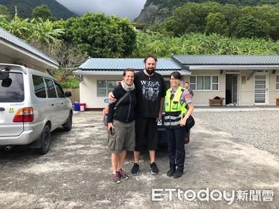 外籍夫婦找民宿 女警英語協助