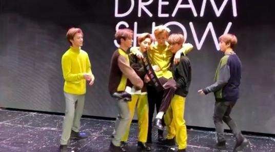 ▲▼「從NCT Dream畢業了」 聽見歌迷哽咽哭聲⋯Mark淚崩道別。(圖/翻攝自IG、推特)
