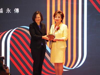 女性第一人 張家宜獲「卓越經營獎」