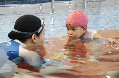 親子同樂!讓寶寶在水中找到自信