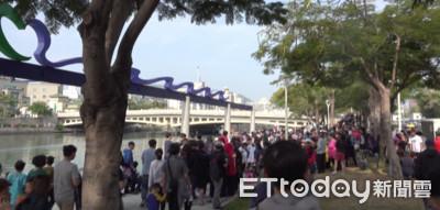 韓國瑜就職夜市 7000人抽120攤