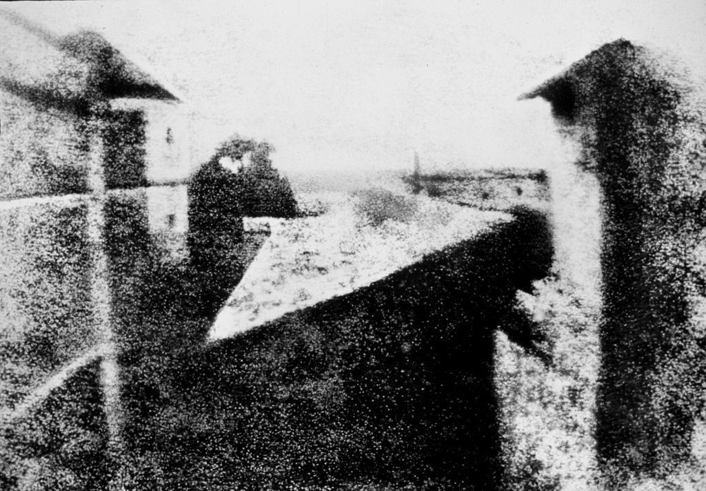 ▲世界現存最早的相片。(圖/翻攝自維基百科)