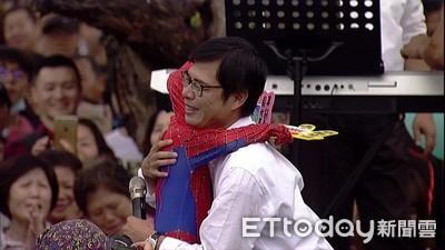 韓國瑜大讚陳其邁:像天蠶在變