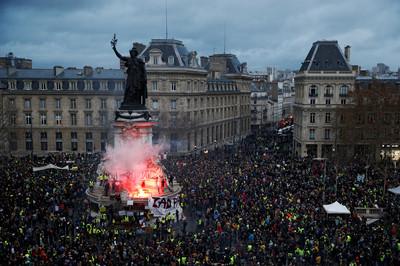 黃背心怒火直攻巴黎 1385人被捕