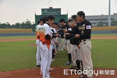 台韓明星慈善棒球賽 屏東棒球場開打