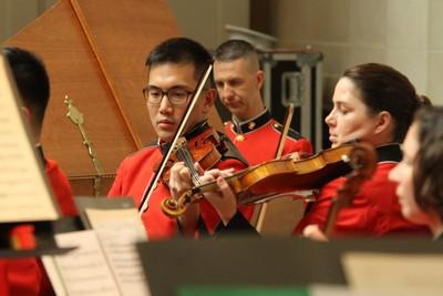 華裔小提琴手王光宇登老布希國葬演奏