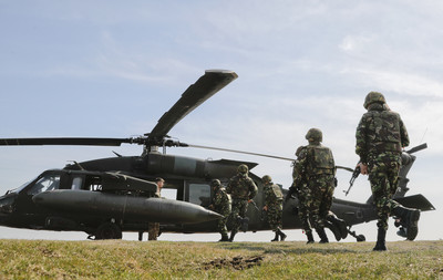 菲律賓迫於「美制裁」放棄俄直升機