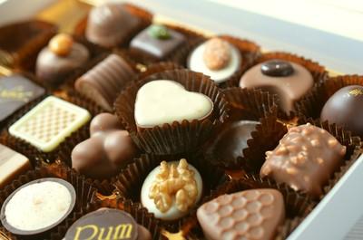 日本OL被迫送巧克力給男同事!