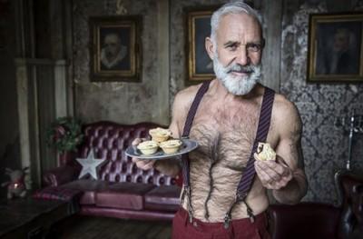 露胸毛+胸肌 史上最性感的聖誕老人