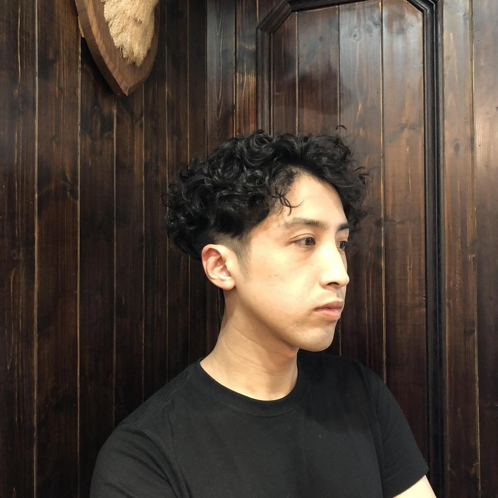 ▲心形臉適合較長的分界髮型(圖/翻攝自網站/Stylemap)