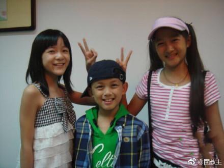 ▲吳磊和關曉彤都是童星出身,從小到大同框照,被發現身高逆轉。(圖/翻攝自微博)
