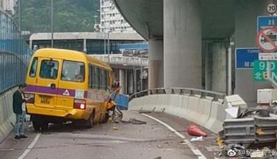 觀塘校車撞護欄 7名學童受傷