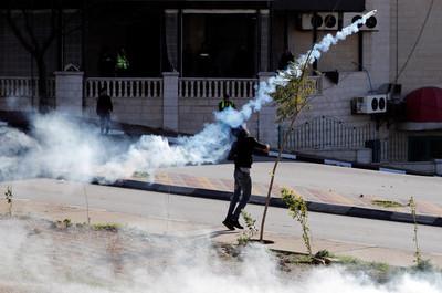 以軍再闖巴勒斯坦 擊傷27巴人