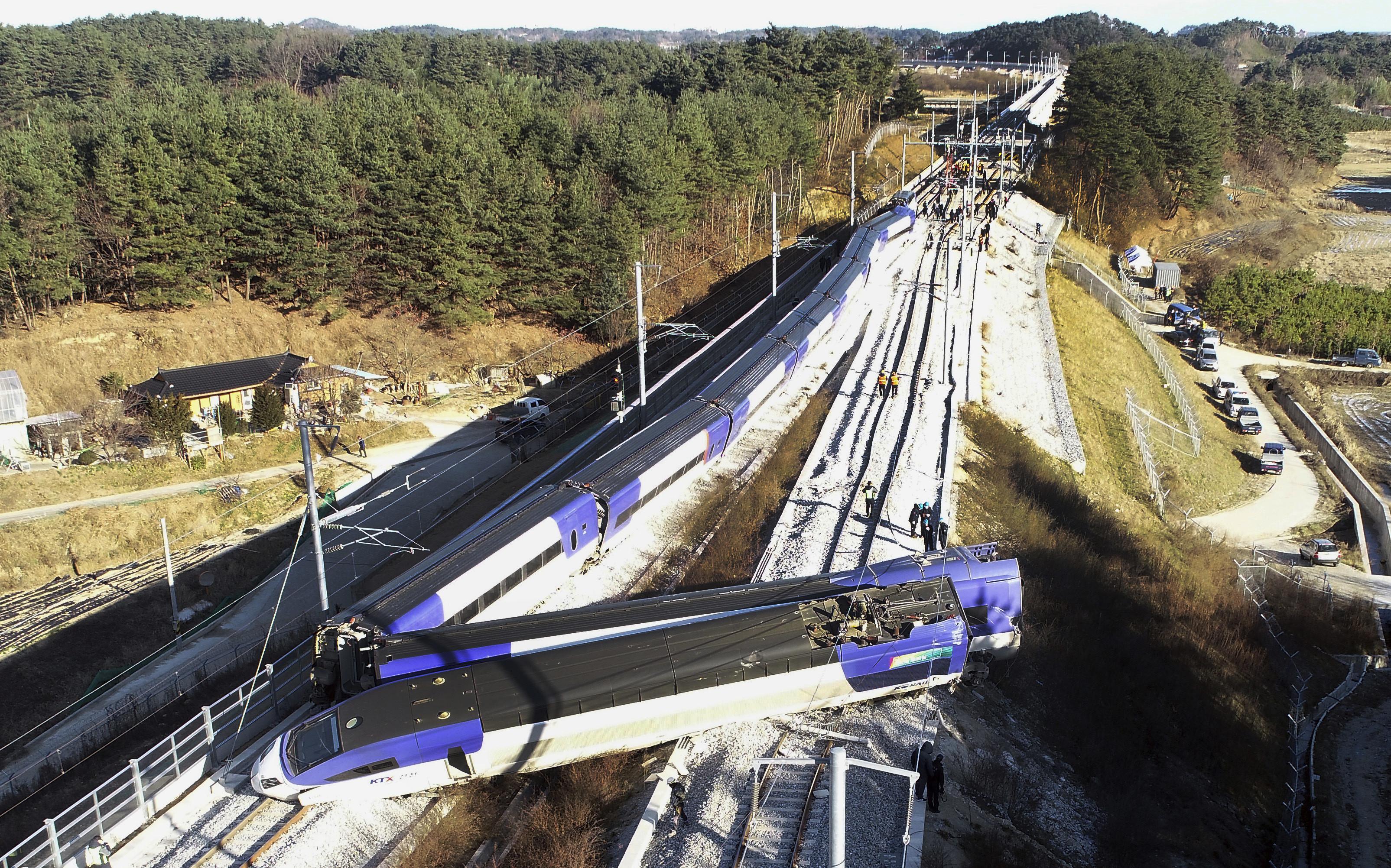 ▲南韓高鐵KTX出軌造成14人受傷。(圖/達志影像/美聯社)