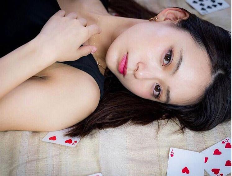 ▲▼ 看她還是看表演? 日本正妹魔術師 超甜美外型讓網戀愛了。(圖/terashi1220)