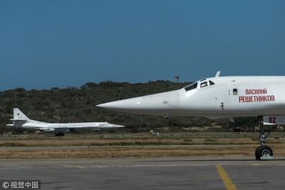 俄2架Tu-160及2軍機飛委內瑞拉