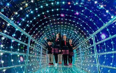 夢幻!青少年科技館建「炫光隧道」