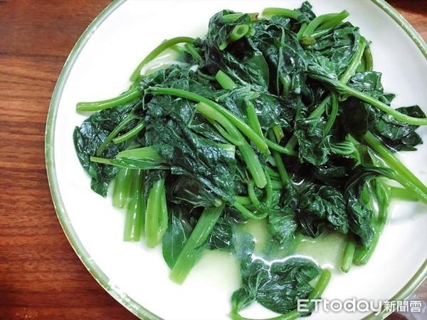 屌打其他蔬菜!吃地瓜葉「營養炸裂」6好處曝光 經痛女生「防過度失血」 |