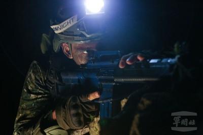 谷關突擊兵夜間訓練磨練膽識
