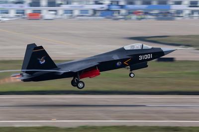 艦載版殲-31亮相 估2019年首飛