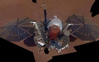 洞察號在火星上玩出首張自拍照