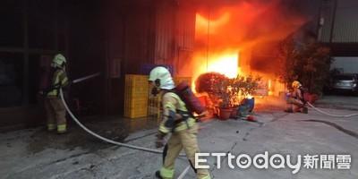 台南工廠大火 鐵皮建物陷火海