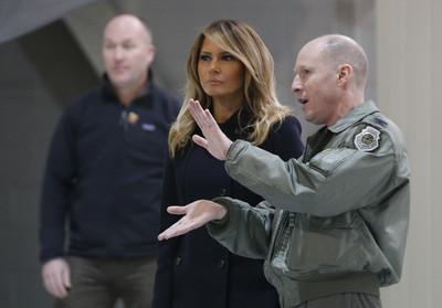 首例!梅蘭妮亞獨搭V-22魚鷹機