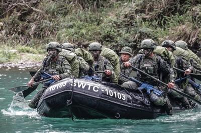 突擊兵水域滲透訓練精進作戰