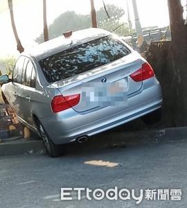醉男逃警攔查 車卡圍牆失敗