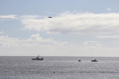 軍機突墜海!飛行員跳傘逃生 私人帆船救了他
