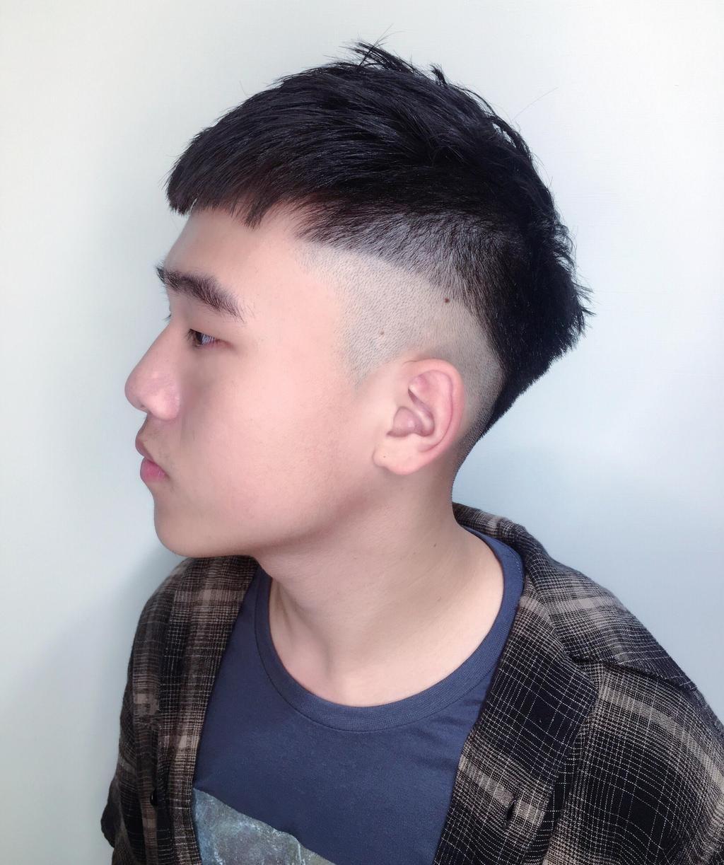 男生锅盖头v字发型 潮男锅盖头发型图片(3)_香香美发手机版