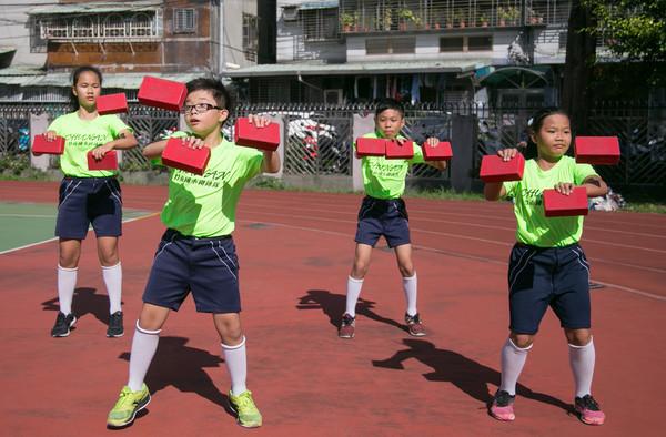▲▼民俗體育競賽,砌磚。(圖/台南大學提供)