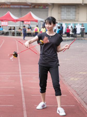 ▲民俗體育競賽,撥拉棒。(圖/台南大學提供)