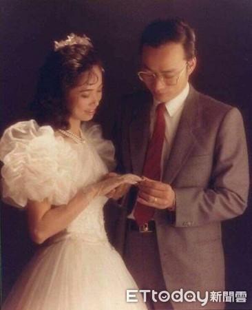 ▲韓國瑜跟李佳芬結婚合照,髮際線已經明顯往後退            。(圖/韓國瑜團隊提供)