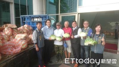 更保台南分會與南檢 分送高麗菜