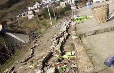 四川規模5.7強震害坍方 至少6傷