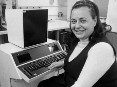期末報告之神!她50年前發明「複製貼上」,文字處理器發明人離世