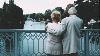 老妻不離不棄照顧失智夫:世界最殘忍 是他愛我大半輩子卻忘了