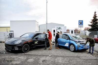 BMW與保時捷聯手推極速充電站
