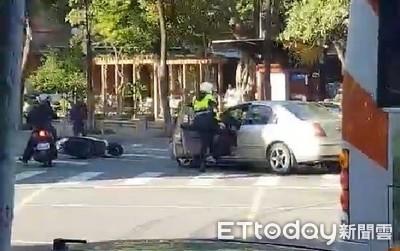 大腳踹毒蟲影片曝光!通緝犯亡命狂飆衝撞警