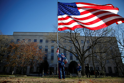 美小六生拒「效忠國旗宣誓」被起訴