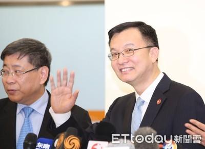 上海副市長周波抵台 微笑招手憶18年前