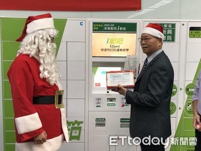 郵差變身聖誕老人 寒冬送暖行善