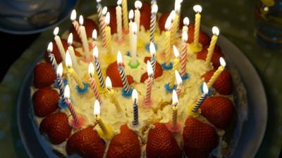 人氣老師「一天被3個班慶生」!卻被同事狠酸 他嘆:撤掉FB生日了