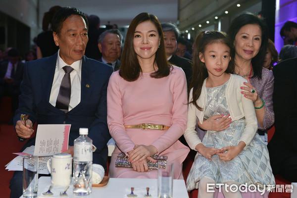 ▲▼郭台銘,曾馨瑩出席癌醫中心感恩晚會。(圖/記者張一中攝)