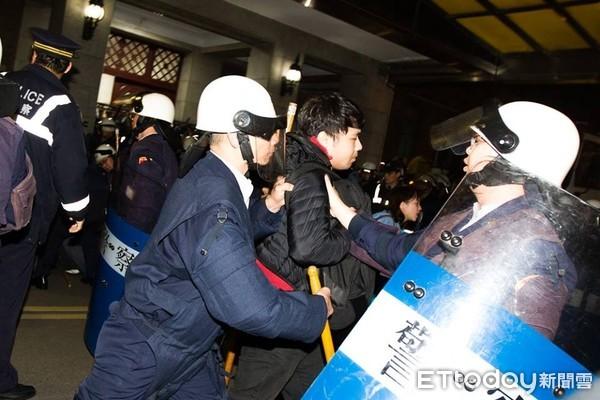 不滿太陽花判決 退警發出怒吼12日赴行政院抗議