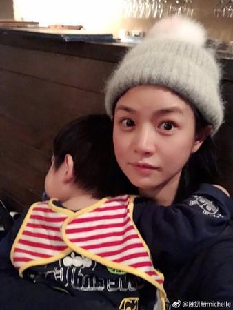 ▲陳妍希兒子2歲了。(圖/翻攝自微博/陳妍希)